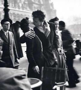 foto do beijo preto e branco