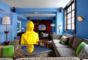 sala azul vermelha verde e amarela