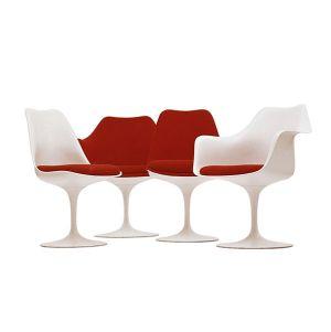 cadeira saarinen branca e vermelha