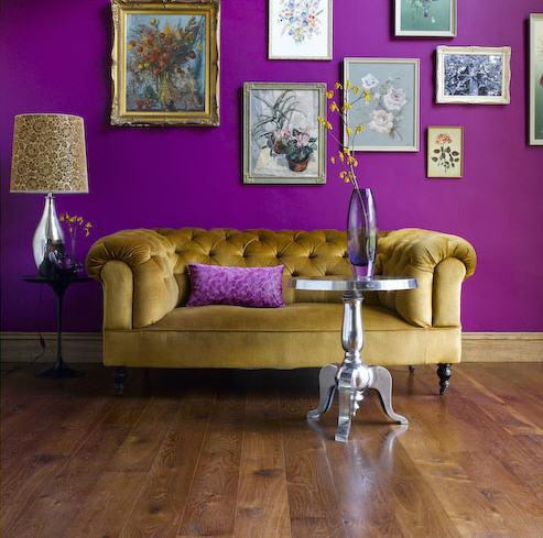 decoração de sala com roxo