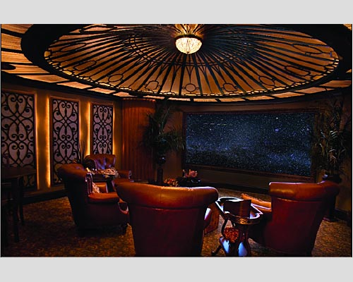 sala de tv decorada com tema do titanic