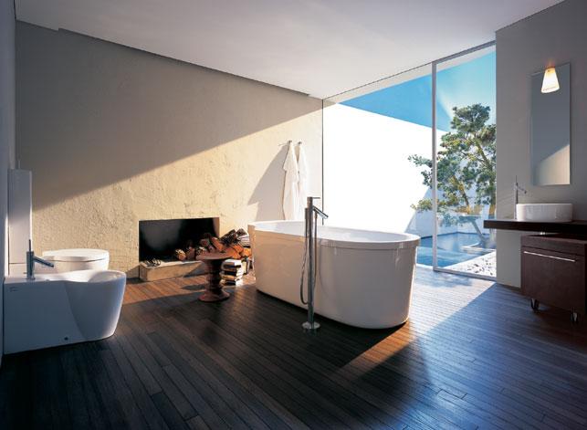 piso de madeira no banheiro