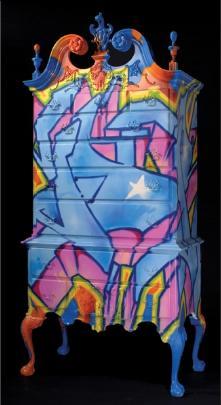 móvel pintado com grafitti