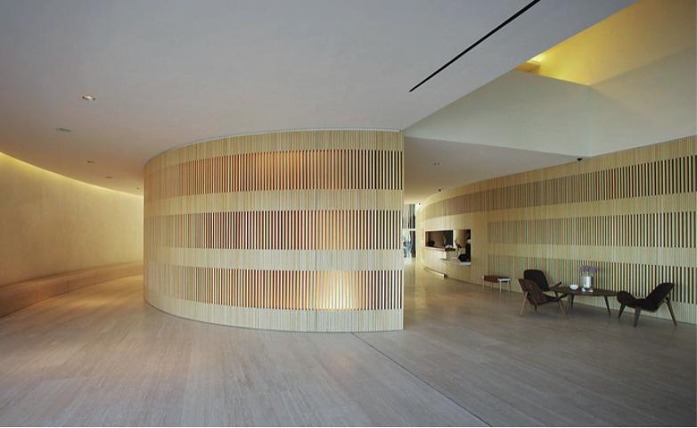 parede trabalhada em madeira
