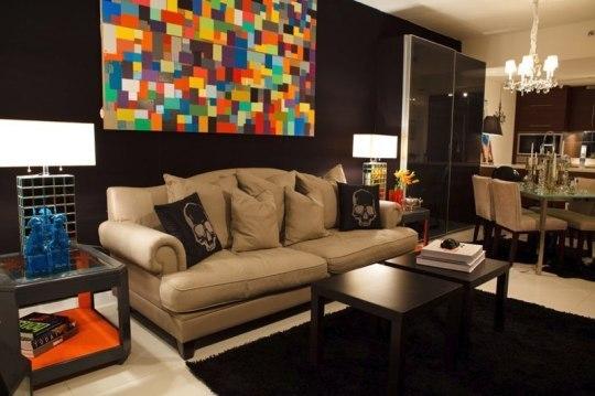 parede sala com quadro colorido