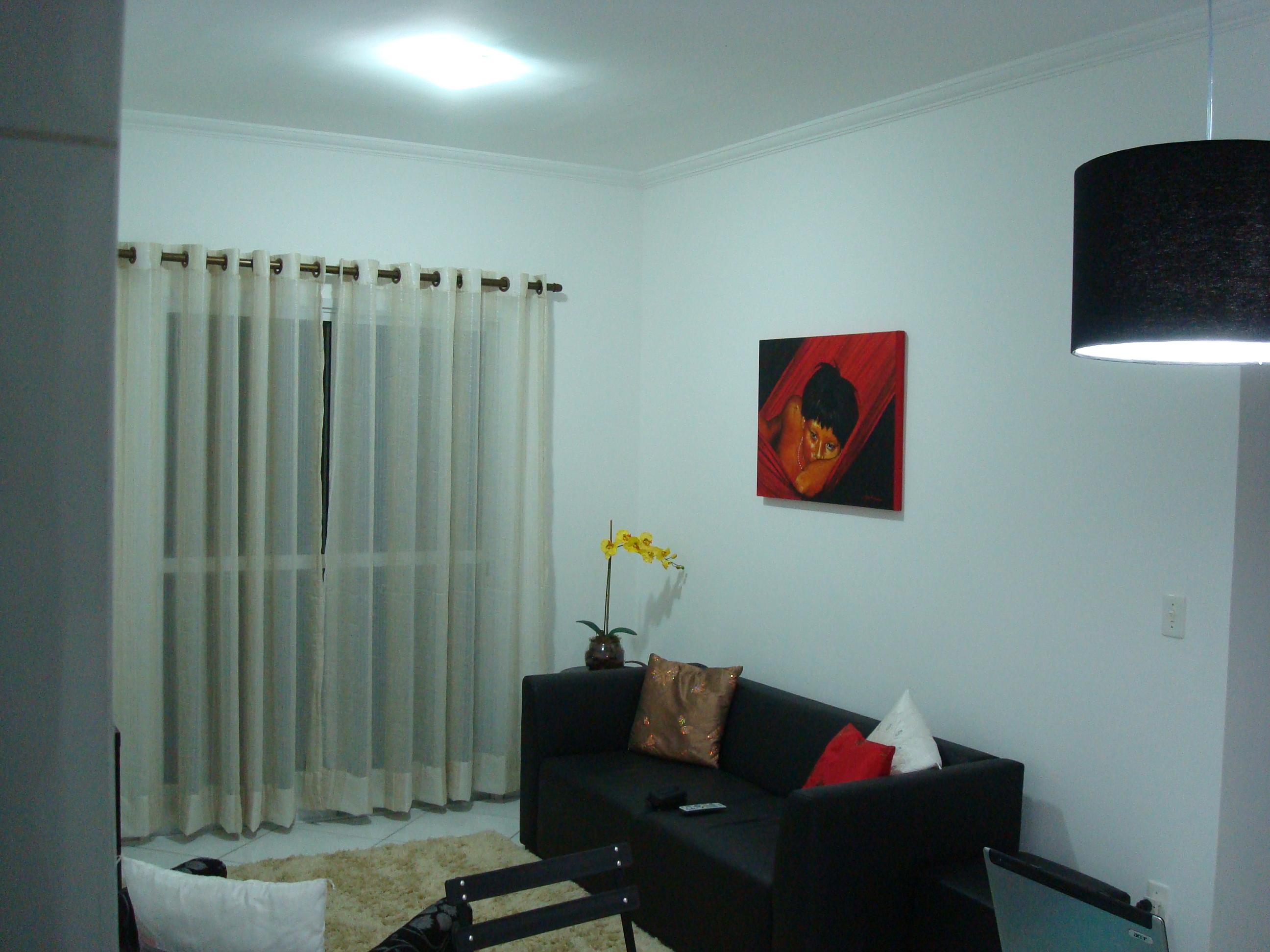 decoracao de sala vermelha e branca segue a paleta de cores do