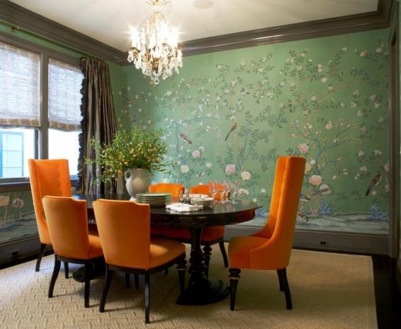 cadeira laranja parede verde