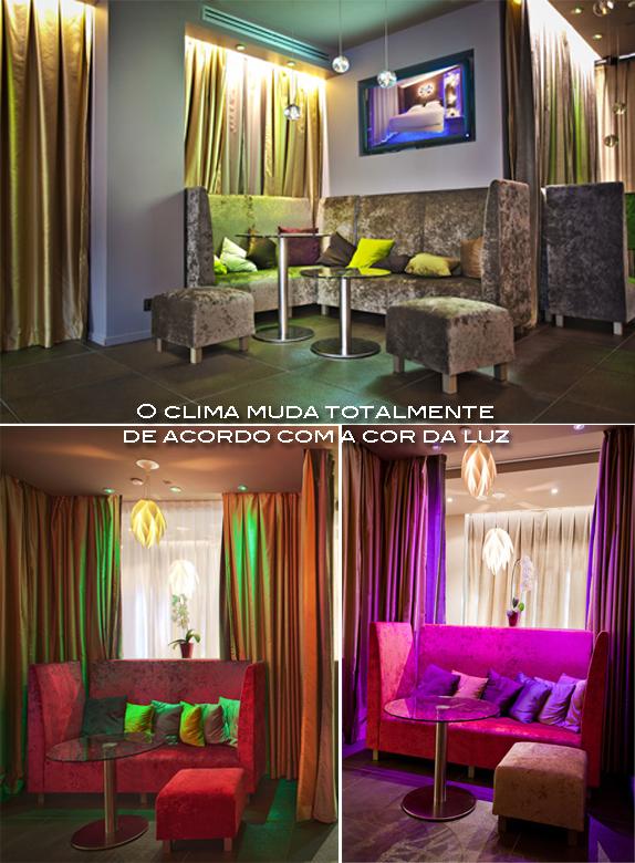 sofa rosa com almofadas