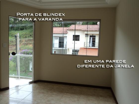 janela e porta para varanda