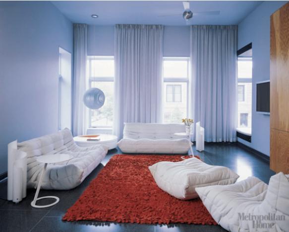 piso preto e tapete vermelho
