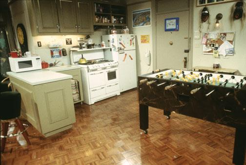 cozinha do joey e chandler de friends