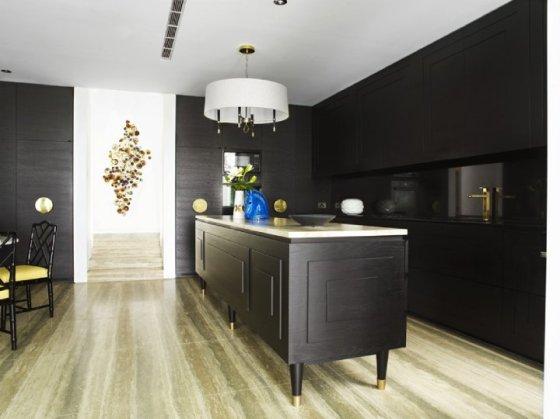 bancada e parede de cozinha preta