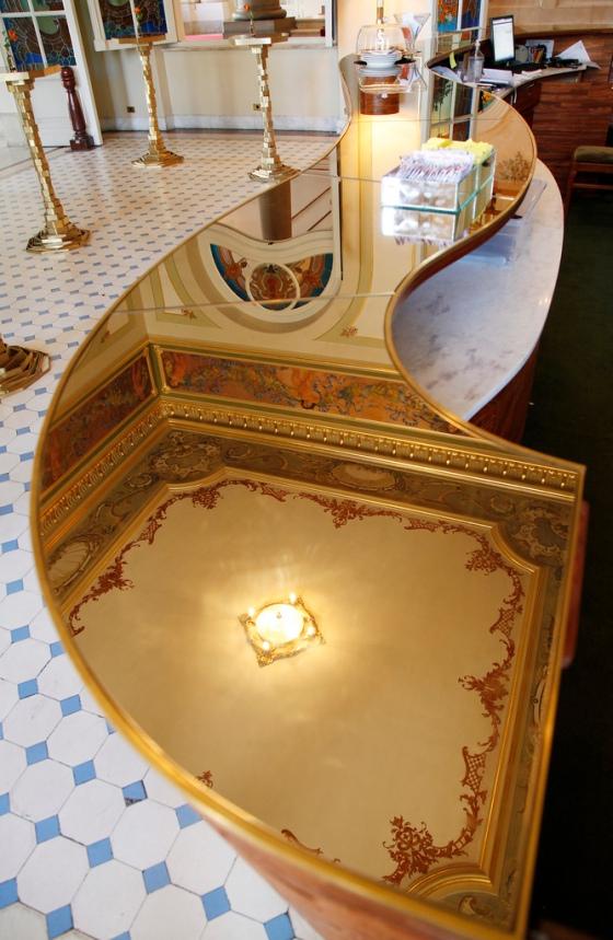 mesa dourada do bar do Theatro municipal de sao paulo
