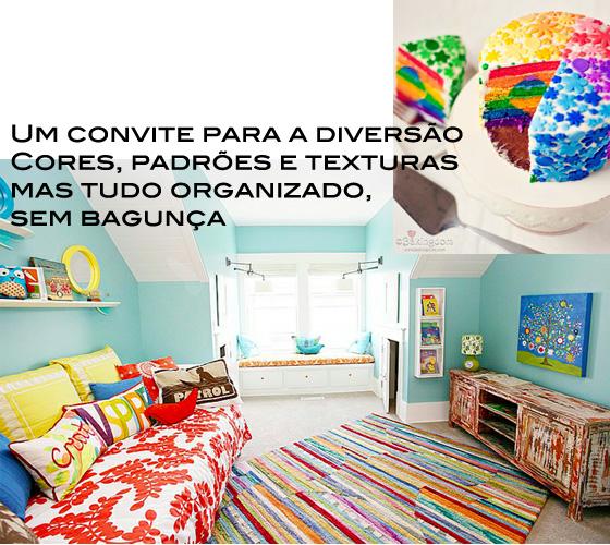 tapete listrado, parede azul turquesa, sofá com almofadas coloridas