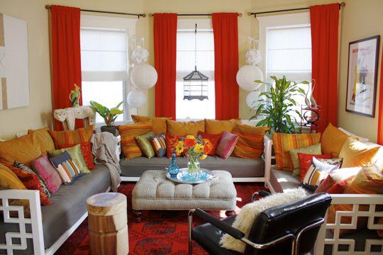 sofa com almofadas