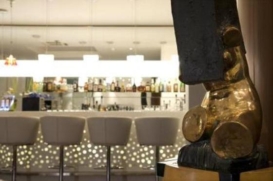 Escultura de Wolf Vostell: cada unidade da rede art'hotel homenageia um artista e hóspedes ficam em meio a galerias de arte