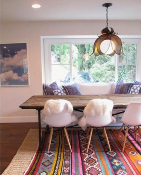 Tapete de lã colorido deixou sala de jantar mais quente e alegre