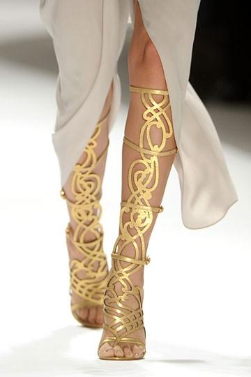 sandália dourada Eli Talahari