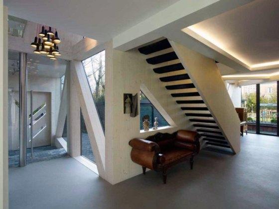 Casa ficou moderna com vidro, madeira e muitos ângulos, mas manteve identidade com antigas fazendas holandesas
