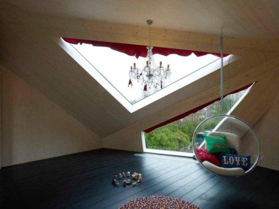 Obra adicionou fachada feita de vidro e madeira à casa na Holanda