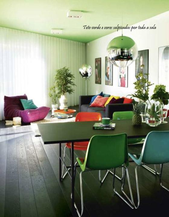 sala moderna e colorida