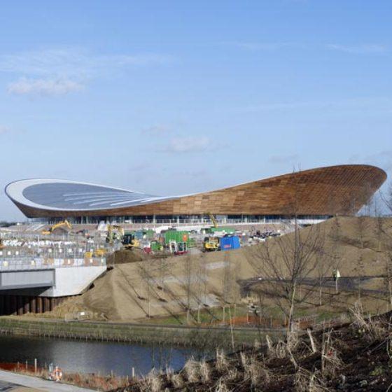 Projeto foi feito pelo escritório Hopkins Architects e abrigará grandes eventos esportivos