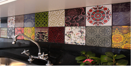 azulejos e porcelana pintada à mão são marca registrada da artista Calu Fontes