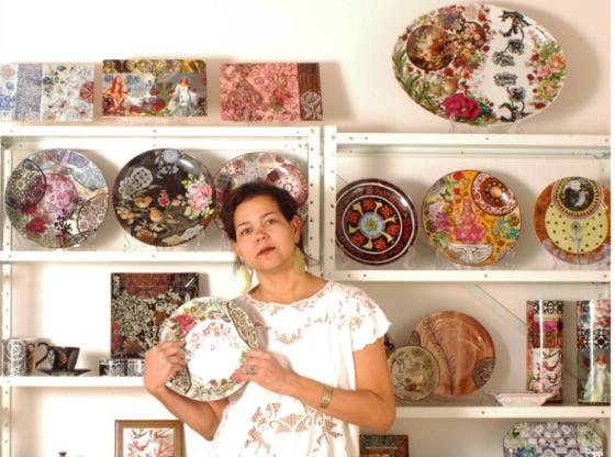 pintura à mão e decalques em porcelana e azulejos