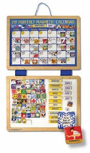 Calendário personalizado em quarto infantil ajuda crianças a lembrar de compromissos
