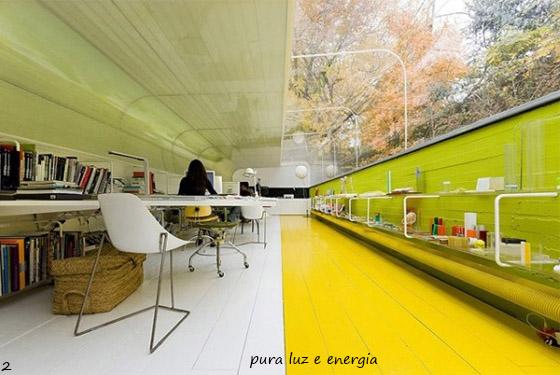 piso amarelo e parede verde