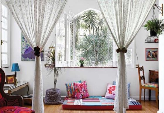decoração de primavera, como decorar sua casa na primavera, cantinho charmoso, futton com almofadas
