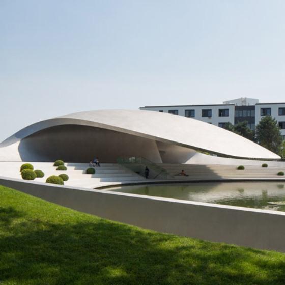 parque temático Autostadt, com carros da Porsche, na Alemanha