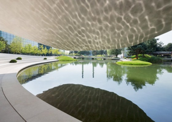parque temático Autostadt, com carros da Porsche, na Alemanha, foi projetado pelo escritório Henn